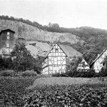 V006 | Blick auf den Westerburger Steinbruch, Berghovener Ley, Fachwerkhäuser an der Berghovener Straße, am Stingenberg