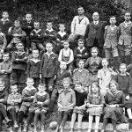 V031 | Rektor Bochynski mit einer Schulklasse, 1926