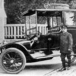 V038 | Eines der ersten Autos in Oberkassel (Firma Hüser), Herr Worst als Fahrer
