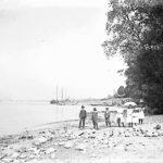 Kinder am Rheinstrand
